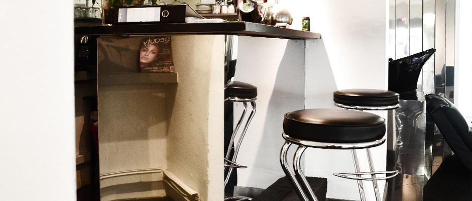 Edelstahlverkleidungen für einen Friseur in Köln